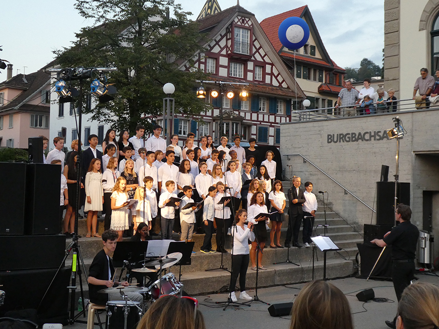 students sing in Zug
